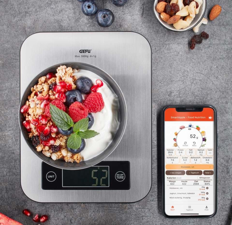 Gefu Küchenwaage Score mit Nährwertanalyse-App.