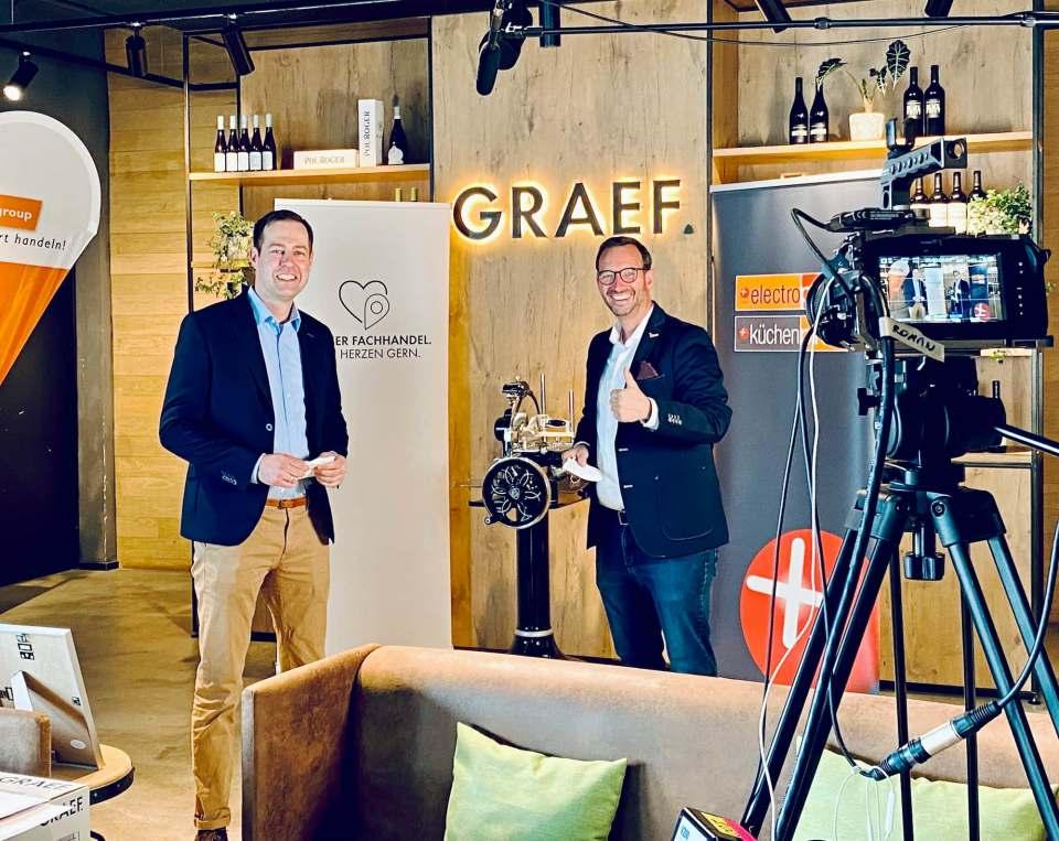 Freuten sich über einen gelungenen Workshop: Thomas Rahenkamp, Key Account Manager/Vertriebsleiter bei EK/servicegroup (l.) und Martin Wolf, Head of Sales & Marketing Elektro/Küche/Licht (r.).