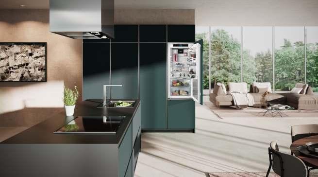 Für Liebherr ist der Kühlschrank mehr als ein Gerät. Er soll ein verlässlicher Partner sein, der unterstützt, mitdenkt, Aufgaben abnimmt und die Arbeit erleichtert.