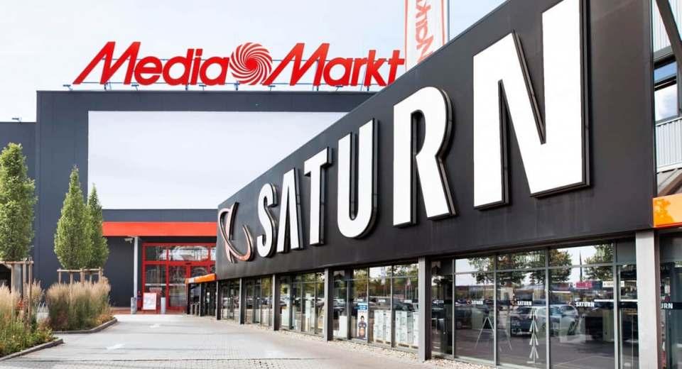Bei MediaMarkt und Saturn müssen nach übereinstimmenden Medienberichten bis zu 1.000 Mitarbeiter den Hut nehmen.