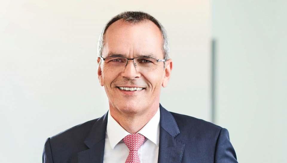 """""""Es ist immer unser Ziel, unser Fachmarktnetz in enger Zusammenarbeit mit unseren Gesellschaftern zu stärken und auszubauen"""", Dr. Stefan Müller, Vorstandsvorsitzender expert SE."""