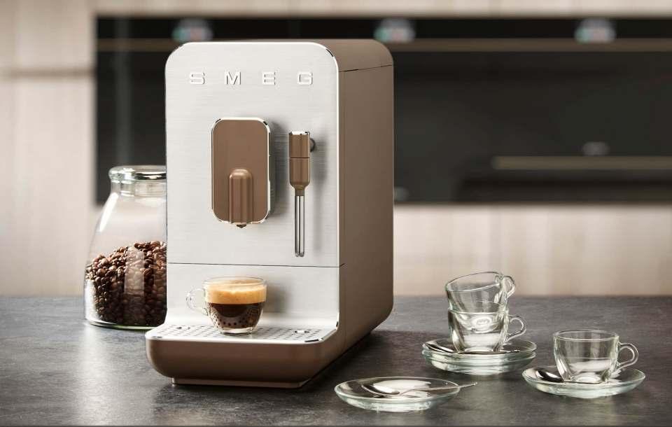 Für Puristen hochwertiger Ästhetik: Smeg Kaffeevollautomaten der Serie BBC.