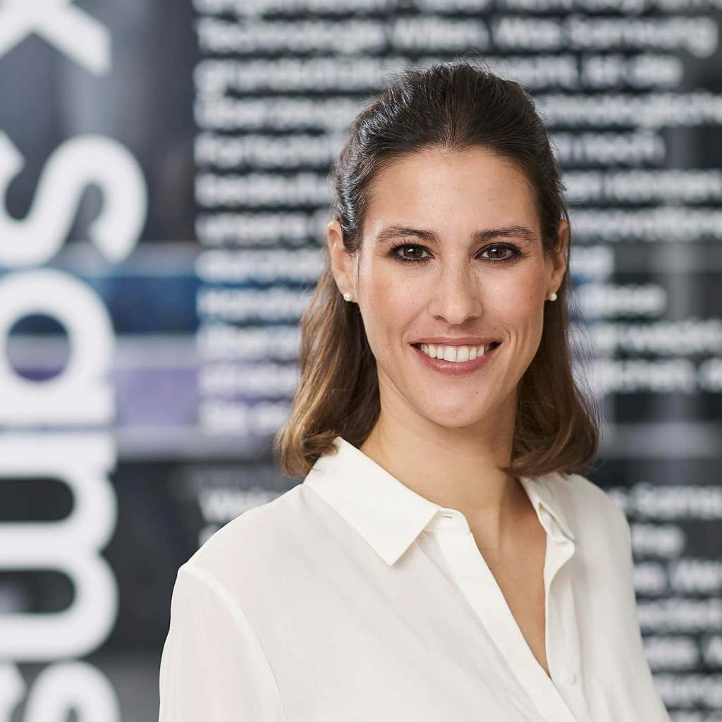 """""""Wir versuchen stets, die Nutzung und Bedienung unserer Produkte noch einfacher, komfortabler und flexibler zu machen und sie noch besser an die Bedürfnisse der Nutzer anzupassen"""", Katharina Visic, Head of Product Management, Samsung."""