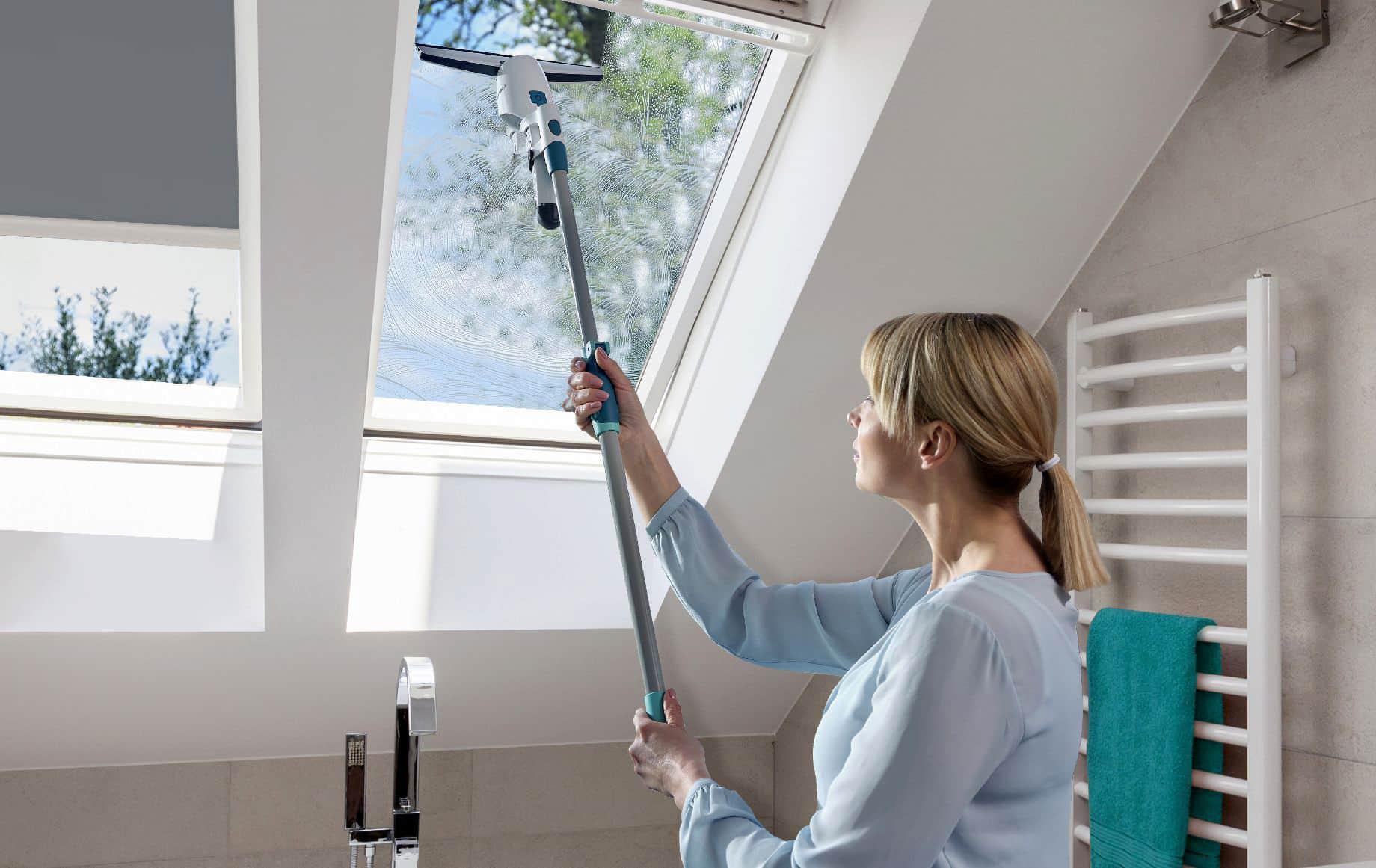 Gefahrloses Fensterputzen mit Click-Adapter von Leifheit.