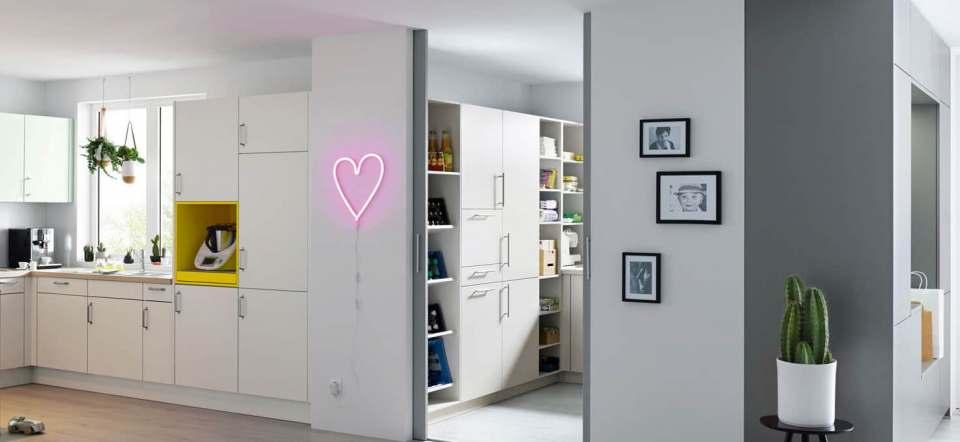 Eine pfiffige Lösung für die Wohnküche: Das Raum-im-Raum-Konzept.