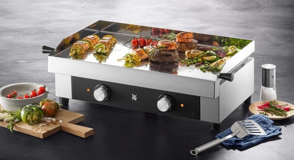 WMF Grill Profi Plus Plancha mit 54 x 34 cm Grillfläche.