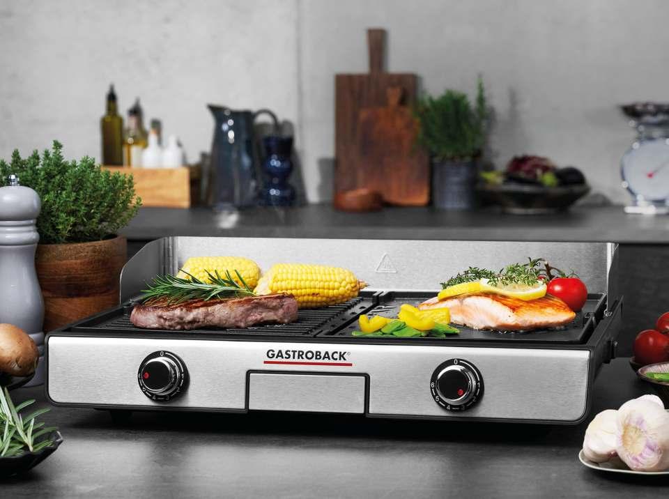 Vielseitig einsetzbar und mit der Note 1,5 getestet: Der Gastroback Design Tischgrill Plancha & BBQ.