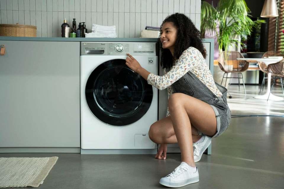 """Schwerpunkt Waschmaschine: LG-Spot zur Kampagne """"Smart Good Life""""."""