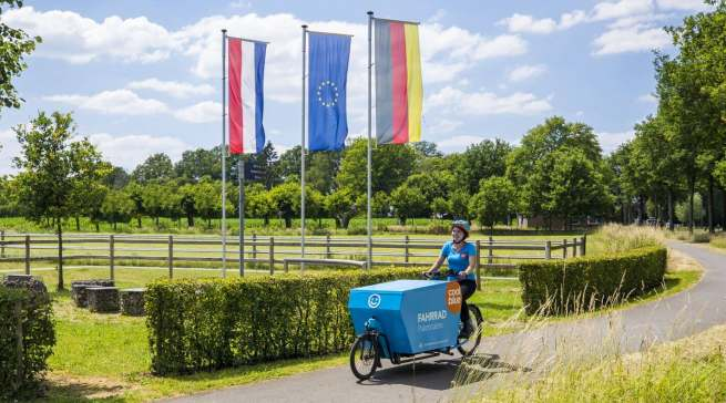"""Umweltfreundlich unterwegs: Das Fahrradkurier-Netzwerk """"CoolblueRadelt"""" ist ein Beitrag zur Entlastung des Innenstadtverkehrs."""