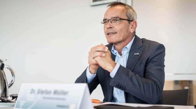 """""""Jetzt gilt es auf der Fläche Stärke zu zeigen, die Kunden geschickt umzuberaten"""", Dr. Stefan Müller, Vorstandsvorsitzender der expert SE, zur derzeit nicht optimalen Warenversorgung."""