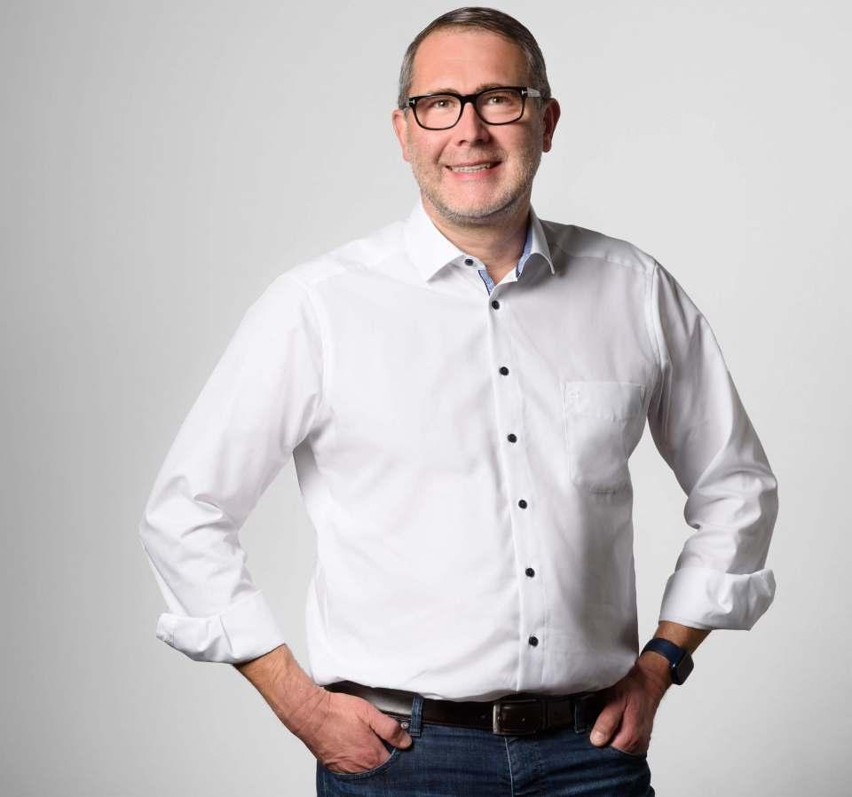 Hilft mit 5 Euro pro verkauftes Gerät: NBB notebooksbilliger.de mit CEO Oliver Hellmold.