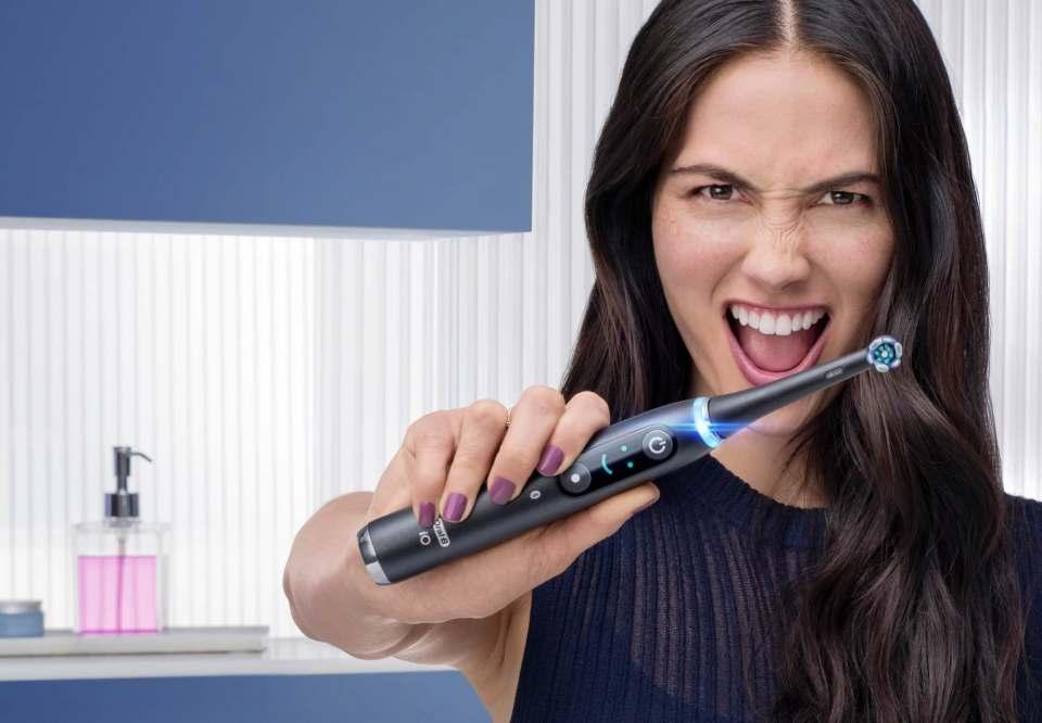 Eine Produktneuheit, die den Standard verbessert. Die Oral-B iO hat den Anspruch, das Zähneputzen auf ein neues Level zu bringen.