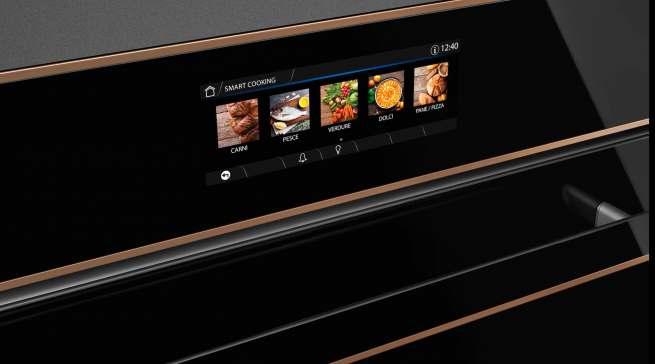 """Starker Auftritt auf der Küchenmeile: die Einbaugeräte der Designlinie Dolce Stil Novo, hier mit 6,3"""" TFT-VIVOscreen-Touch Farbdisplay."""