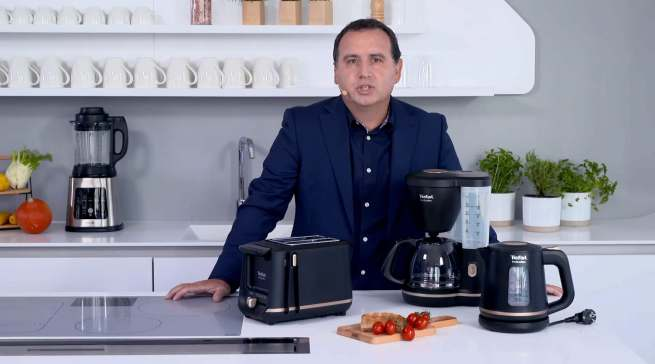 Eine durchdachte Range: Angelo Luce, Produktmanager Kaffee/Beverage, stellte das Includeo Frühstücksset von Tefal vor.