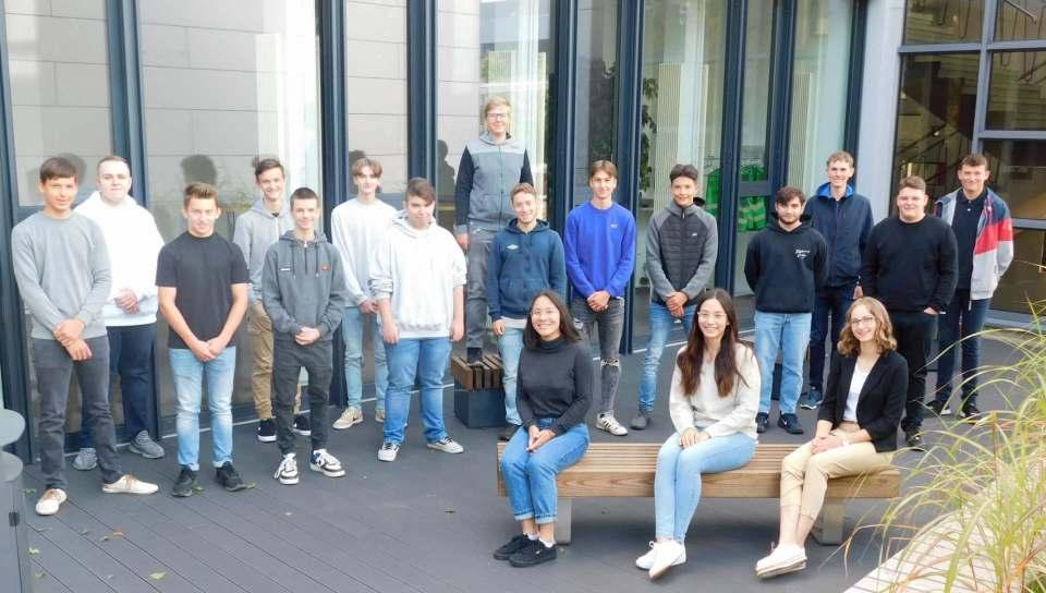 Die neuen Auszubildenden und dual Studierenden der BSH Hausgeräte GmbH am Standort Giengen.