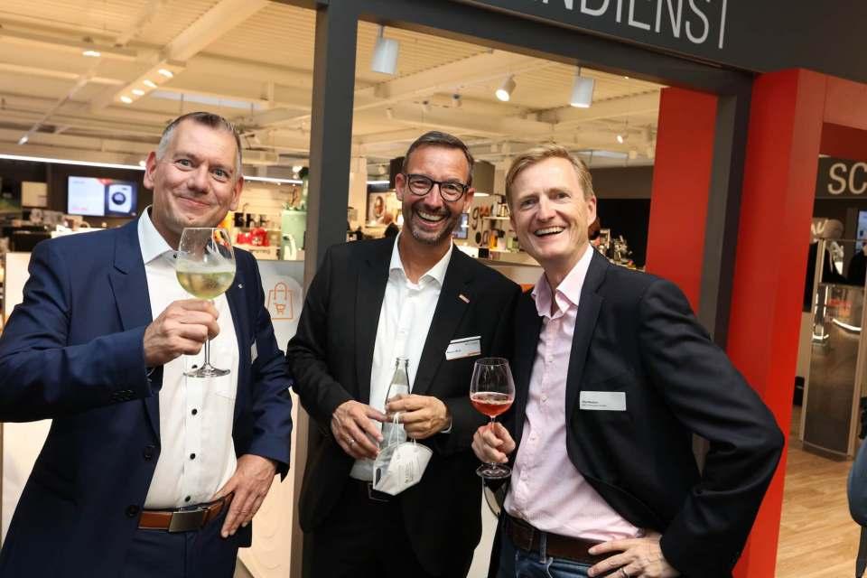 Hatten bestens gelaunt eine Menge zu fachsimpeln: Thilo Dröge (Wertgarantie), Martin Wolf (EK/servicegroup) und Olaf Nedorn (Smeg).