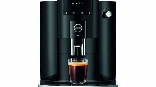 Die reine Natur des Kaffees neu erleben: Die E4 von Jura besinnt sich auf das Wesentliche, nämlich schwarzer Kaffee oder Espresso in höchster Qualität.
