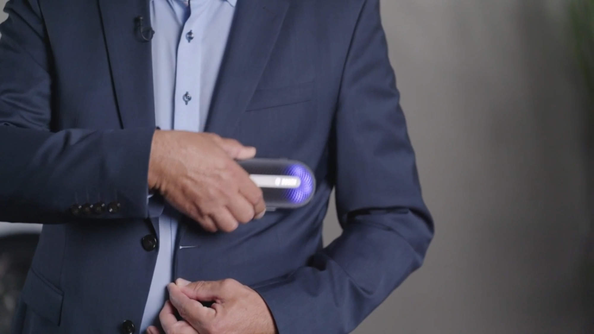Einer unser Neuheiten-Favoriten der BSH: der FreshUp von Bosch frischt Kleidungsstücke auf.