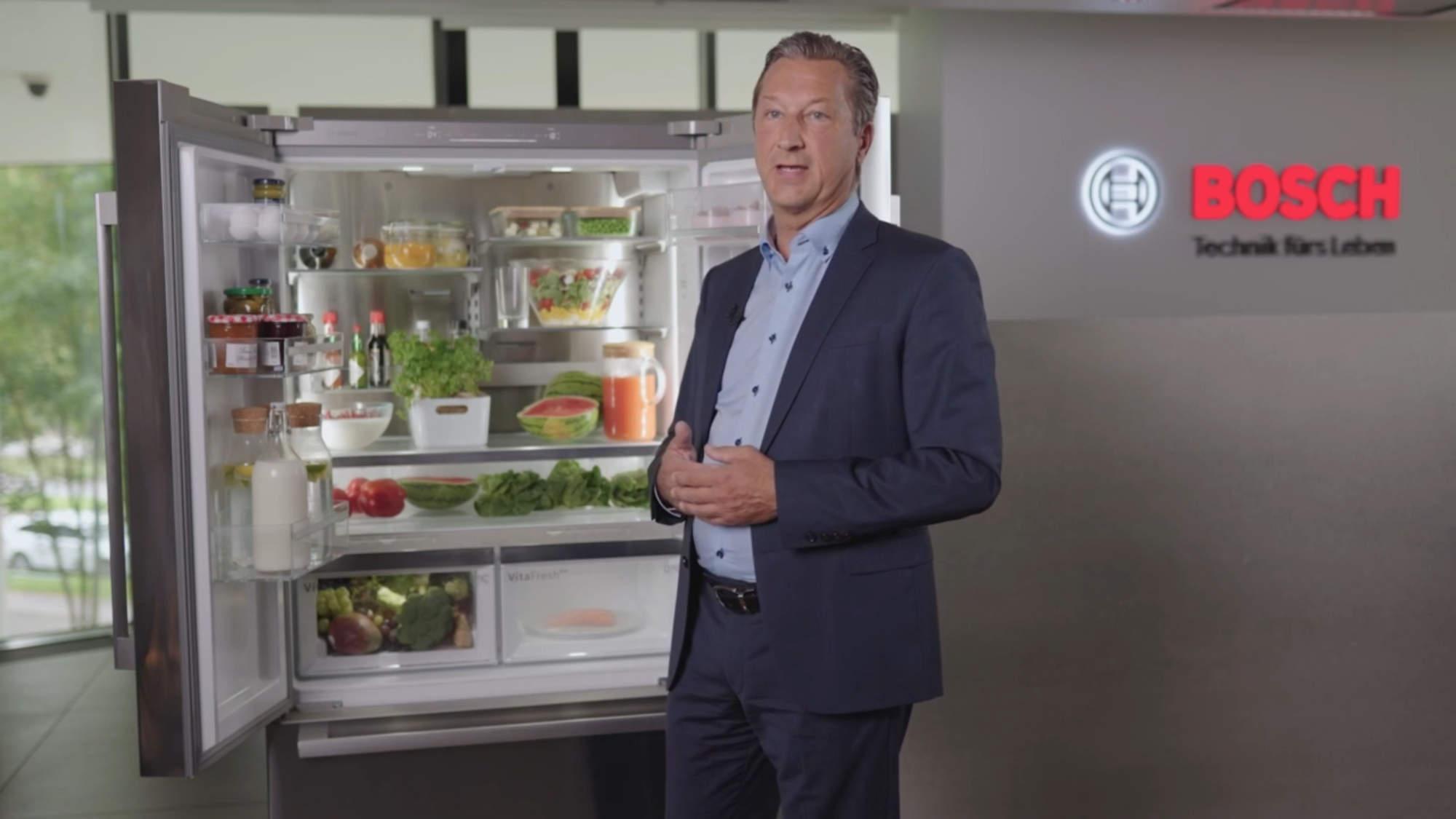 Bosch Geschäftsführer Harald Friedrich stellte die Kühlgeräte-Neuheiten vor, u.a. neue French Door-Modelle.