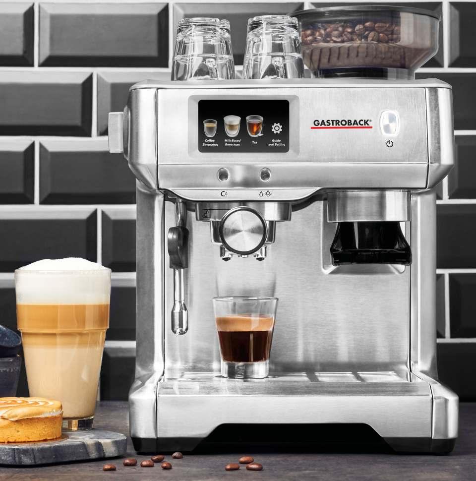 Gastroback Espressomaschine Barista Touch mit LCD-Touchscreen.