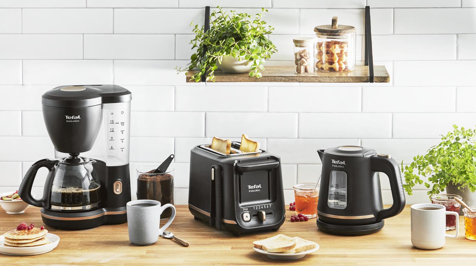 Filterkaffeemaschine, Wasserkocher und Toaster: Das erstes Frühstücksset, das durch inklusives Design und einfache Handhabung überzeugt.