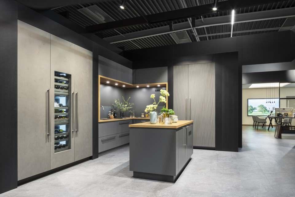 """Neben der komplettierten Einbaugeräte-Serie gibt es in der Architekturwerkstatt in Löhne auch ein neues Gerät aus dem High-End-Segment der """"Monolith""""-Serie."""