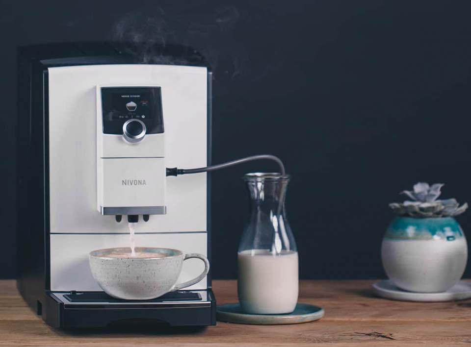 Nivona Espresso-/Kaffeevollautomat CafeRomatica NICR 796 mit Cappuccino Connaisseur.