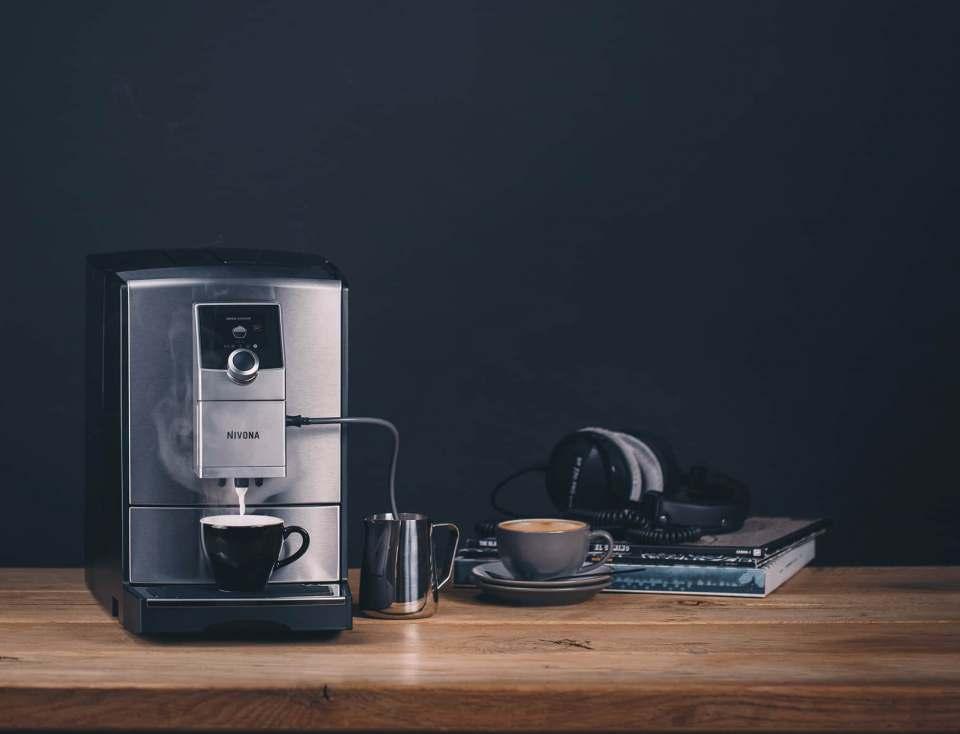 Nivona Espresso-/Kaffeevollautomat CafeRomatica NICR 799 mit Heißwasserfunktion.
