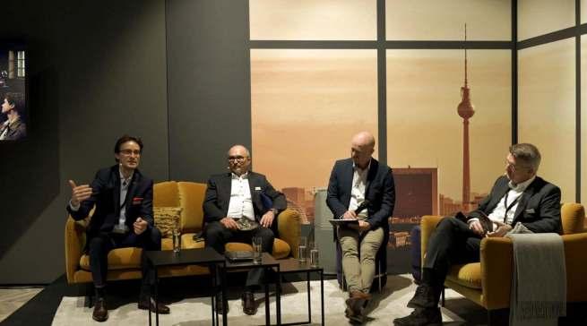AEG-Pressebrunch mit Michael Geisler (1.v.l.), Ralf Birk (2.v.l.) und Nermin Tubić (1.v.r.).