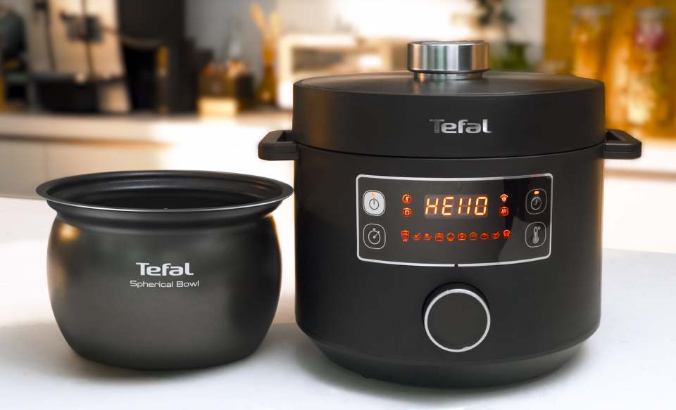 Tefal Multikocher Turbo Cuisine mit kugelförmiger Kochschüssel.