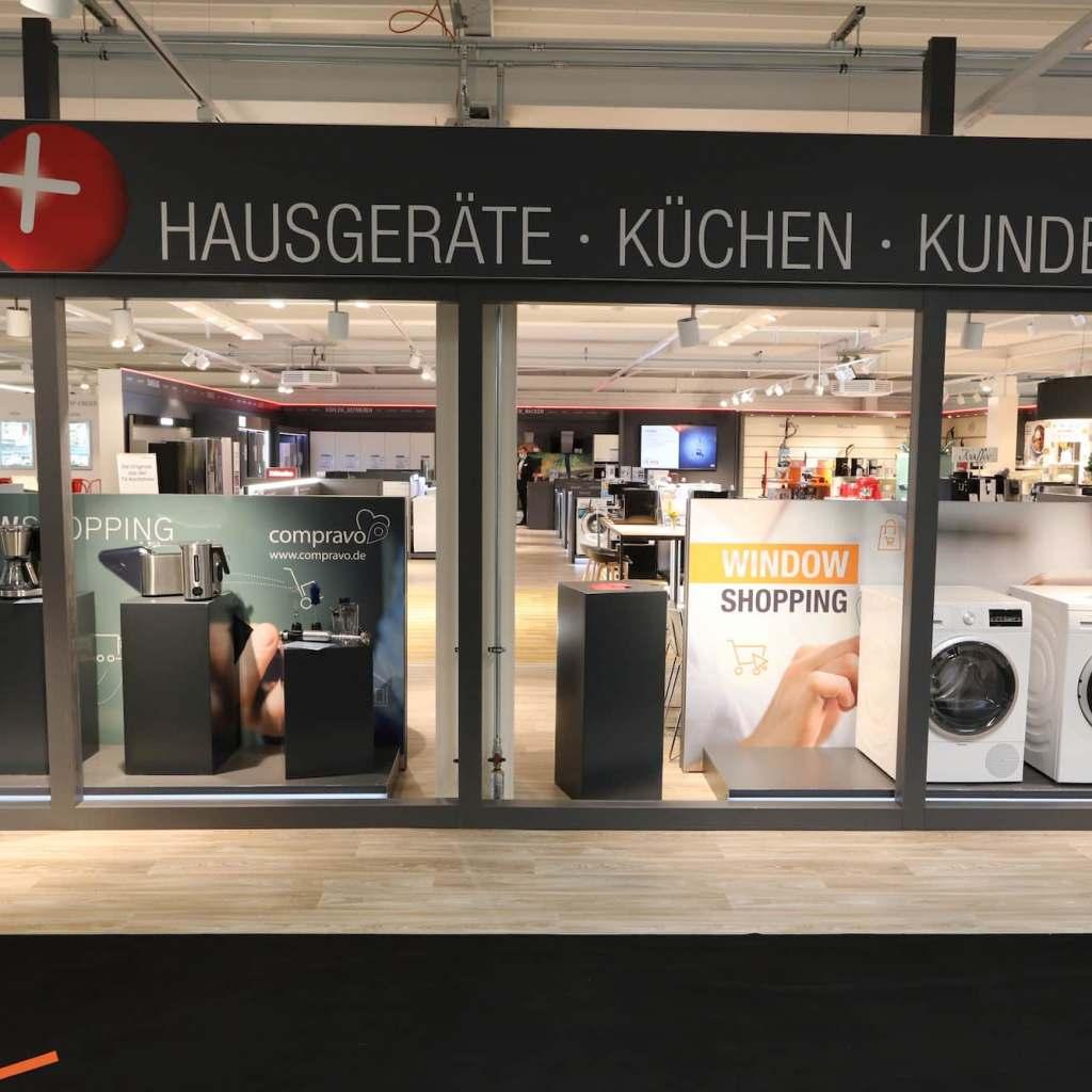 Innovative Idee: Window Shopping mittels QR-Code im Musterstore von electroplus küchenplus.