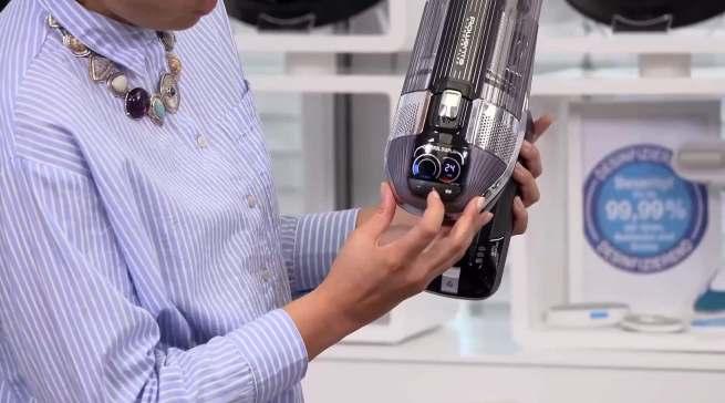 Dank des verbesserten, digitalen Smart Displays behält man während des Staubsaugens mit dem X-Force Flex die volle Kontrolle über die Saugleistung wie den verbleibenden Akkustand.