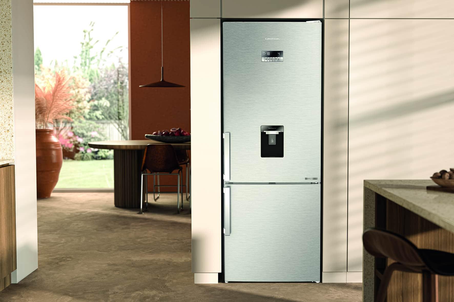 Die Edition 75 Kühl- und Gefrierkombination von Grundig macht durch Bestandteile aus Bioplastik Nachhaltigkeit in der eigenen Küche erlebbar.