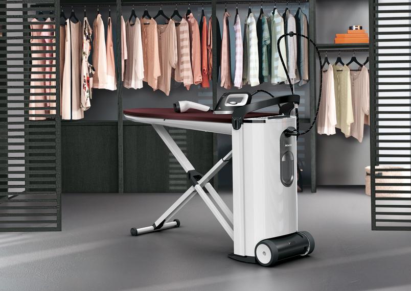 Miele Dampfbügelstation FashionMaster 4.0 mit aktivem Bügeltisch.