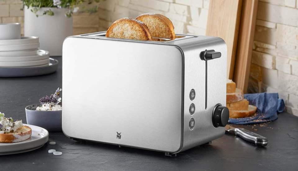 Seidenmattes Design am Frühstückstisch: WMF Toaster Stelio Edition.