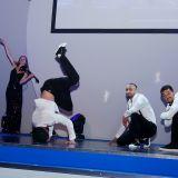 Erste Auflockerungsübung zur Jahreshauptversammlung: Die Breakdance-Truppe Flying Steps aus Berlin.